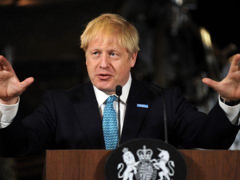 Egymillióan tiltakoznak a brit parlament ülésezésének felfüggesztése ellen