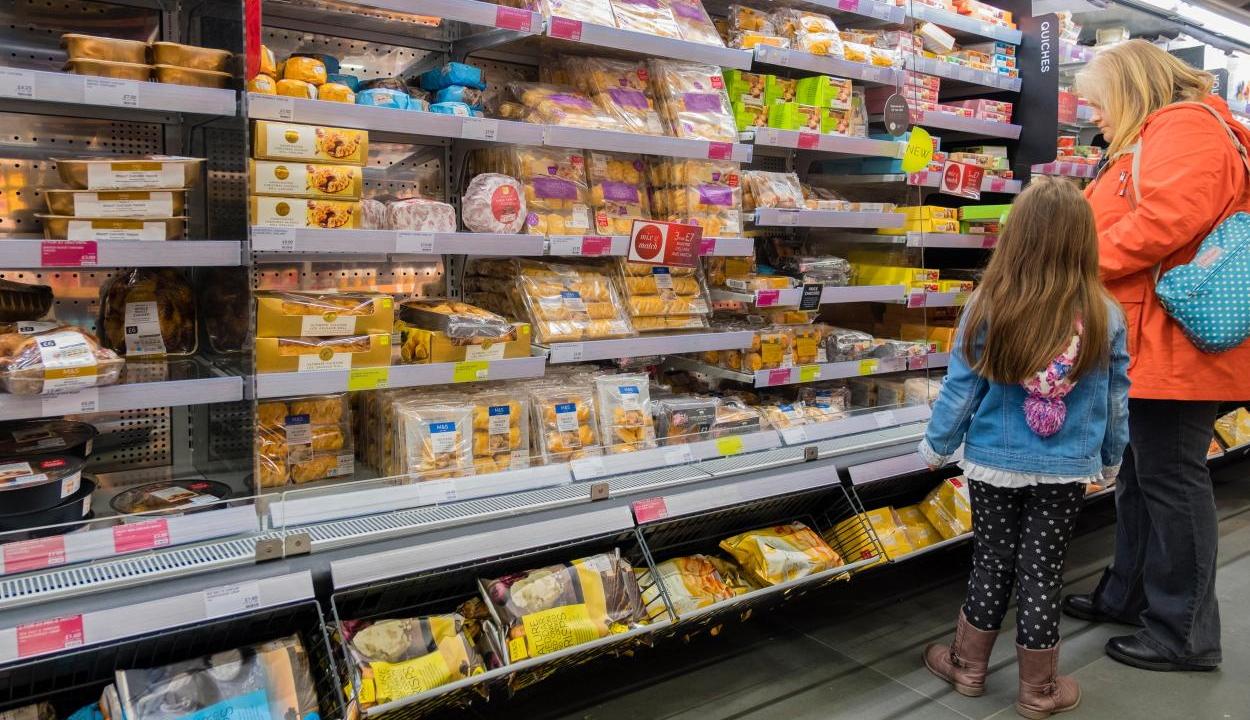 Brexit: élelmiszert, italt és gyógyszereket halmoznak fel a britek