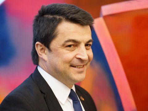 FRISSÍTVE: Az államfő ügyvivő oktatási miniszternek nevezte ki Daniel Breazt