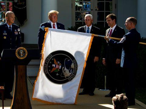 Donald Trump hivatalosan is létrehozta az Egyesült Államok űrparancsnokságát