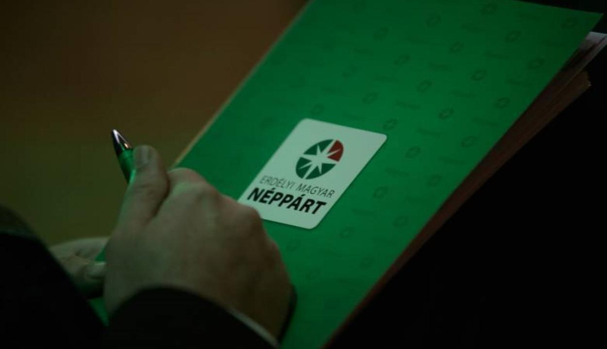 Pártokon felüli magyar államfőjelölt állítását kezdeményezi az EMNP