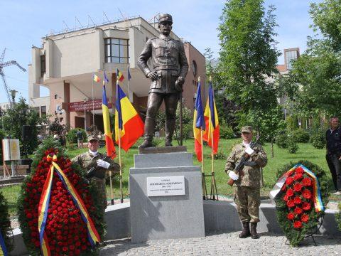 Kolozsváron leleplezték a Budapestet száz éve megszálló román tábornok szobrát
