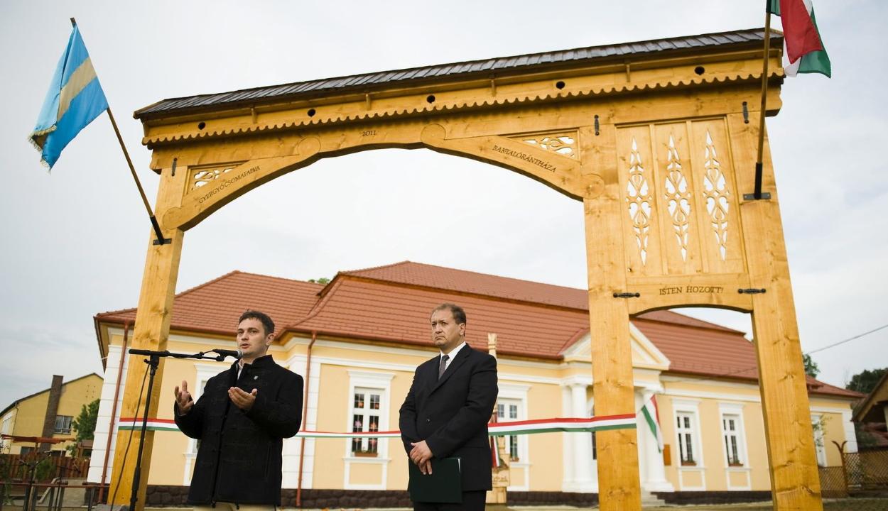 Elmarasztalták a színmagyar Gyergyócsomafalva hivatalát, mert csak magyarul jelenik meg a helyi lap