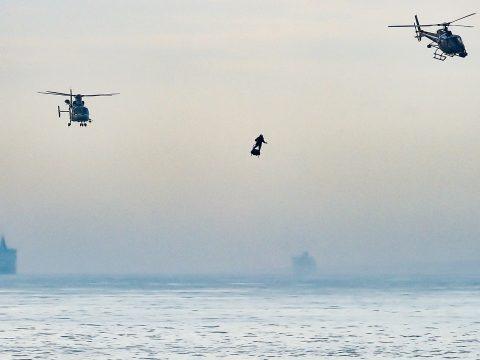 Másodszorra sikerült átrepülnie a La Manche-csatornán a francia légdeszkásnak