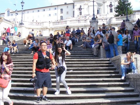 Ezután tilos leülni a  Spanyol-lépcsőn