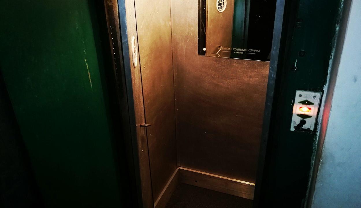 Megsérült két kiskorú, miután a 6. emeletről mélybe zuhant velük a felvonó