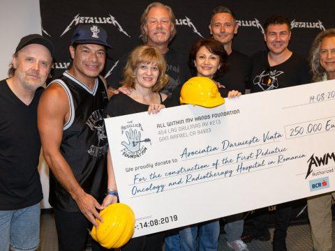 250 ezer eurót adományozott a Metallica az első romániai gyermekrákkórház építésére