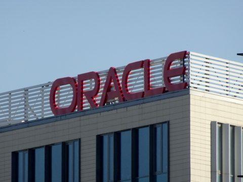 Több mint 800 ezer euró csúszópénz elfogadásával gyanúsítják az Oracle Románia vezérigazgatóját