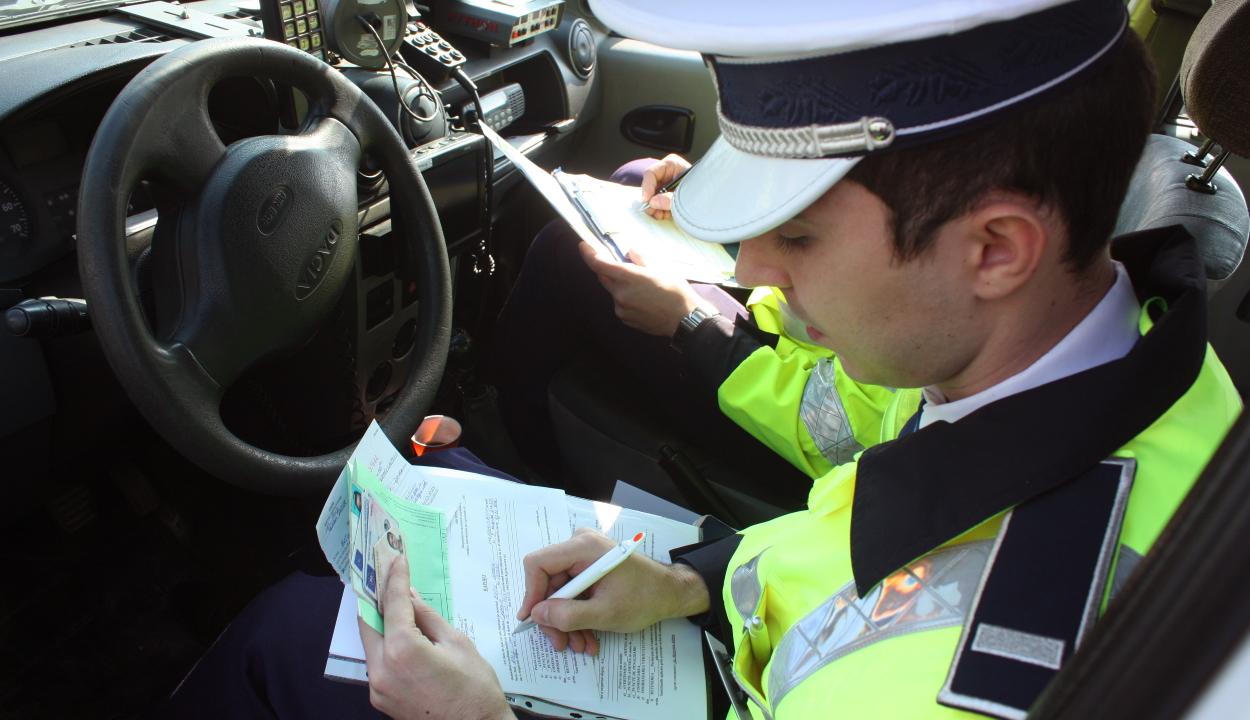 A kormány jövő évre is befagyasztja a büntetőpont értékét