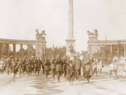 Menetelést szervezetek a román hadsereg Budapestre való bevonulásának emlékére