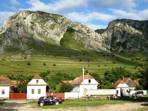 A hegyimentők segítségét kérte Torockó környékén egy kimerült magyar turista