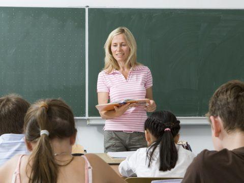 A tanügyi alkalmazottak felekezetüknek megfelelően kapnak szabadnapot