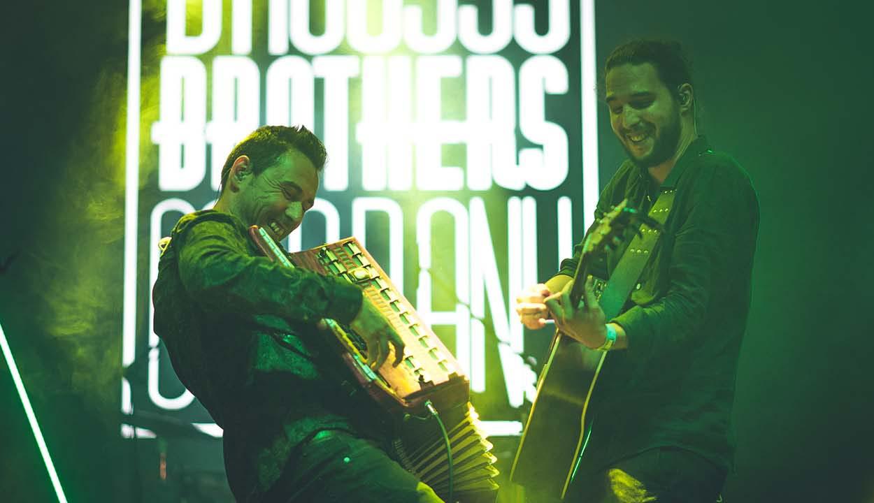 A rajongókkal együtt megöregedni!  – interjú Tatár Attilával, a Bagossy Brothers Company gitárosával –