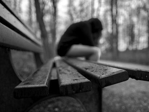 Hatékonyabban lépne fel a Facebook az öngyilkosság és az önkárosítás ellen