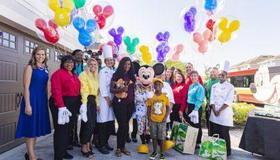 A  Disneylandre gyűjtött zsebpénzét a hurrikán károsultjainak adta egy kisfiú
