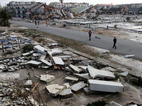 Több millió ember hagyta el otthonát az extrém időjárás miatt