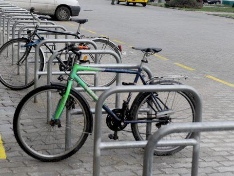 A köztéri kerékpárparkolást megkönnyítő törvénytervezetet fogadott el a szenátus