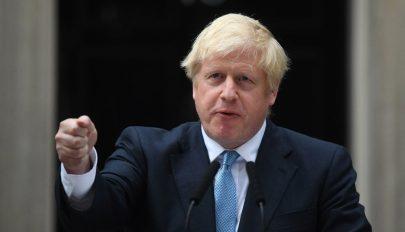 Boris Johnson inkább feküdne holtan az árokban, mintsem elhalassza a Brexitet