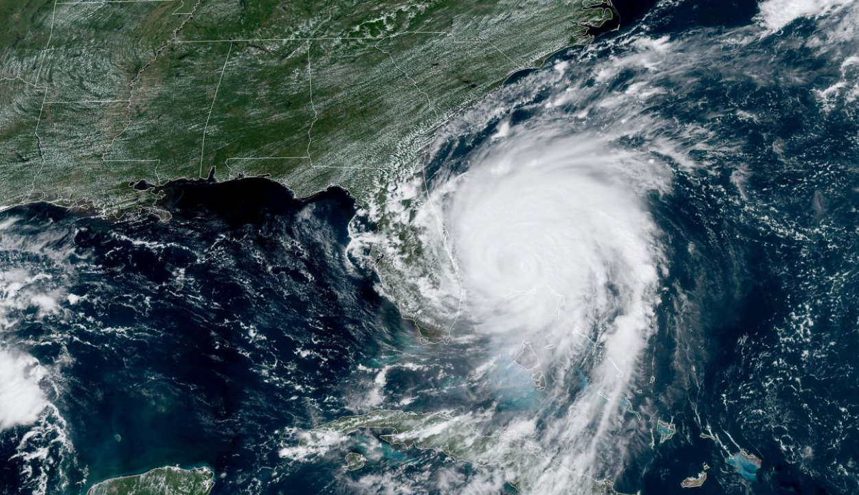 Példátlan áradásokkal csaphat le a Dorian hurrikán az amerikai keleti partokon