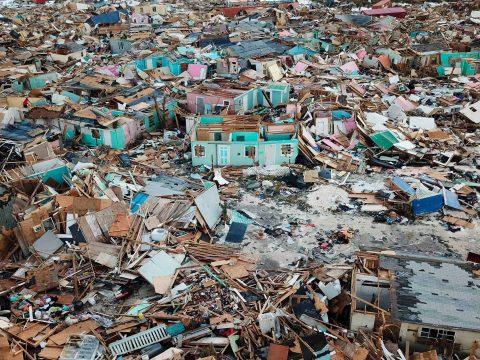 Menekülnének a hurrikán által letarolt Bahamákról az emberek