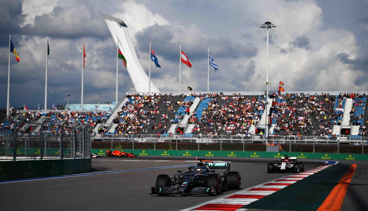 Forma-1: Hamilton nyert Oroszországban és növelte előnyét az összetettben