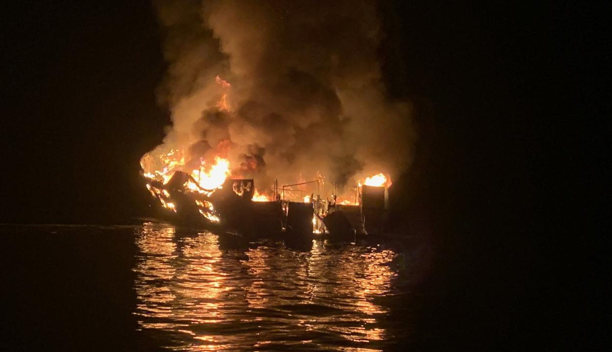 Hajókatasztrófa Dél-Kaliforniában: a 34 utas egyike sem élte túl a tűzvészt