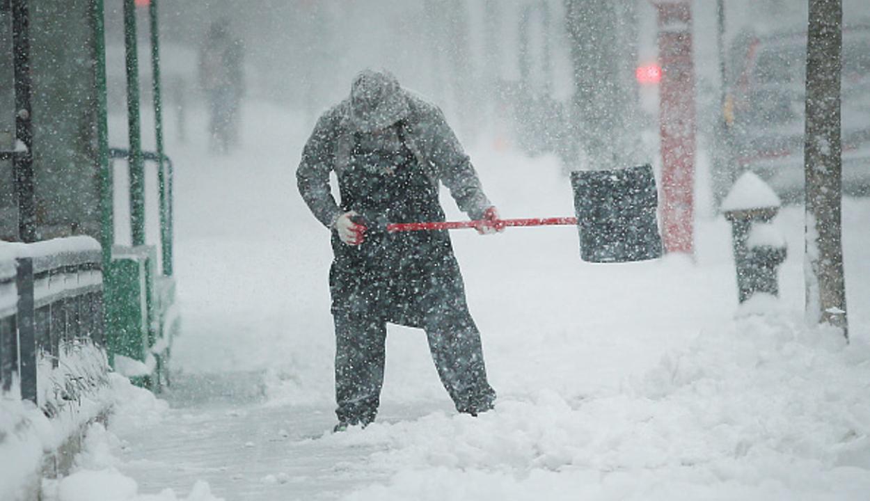 Hóviharok dúlnak az Egyesült Államok nyugati tagállamaiban
