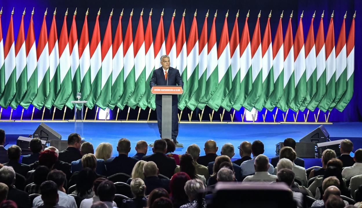 Újraválasztották Orbán Viktort a Fidesz elnökének