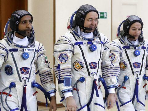 Fegyvert kapnak az orosz űrhajósok