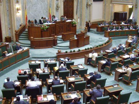 Felfüggesztették a szenátus ülését, mert nem tudtak megegyezni a házbizottság összetételéről