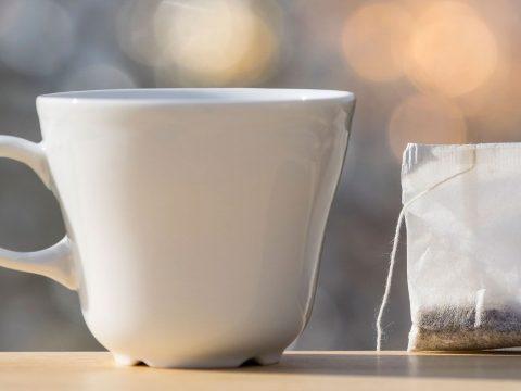 Mikroműanyagok milliárdjai jutnak a csészénkbe a műanyag teafilterekből