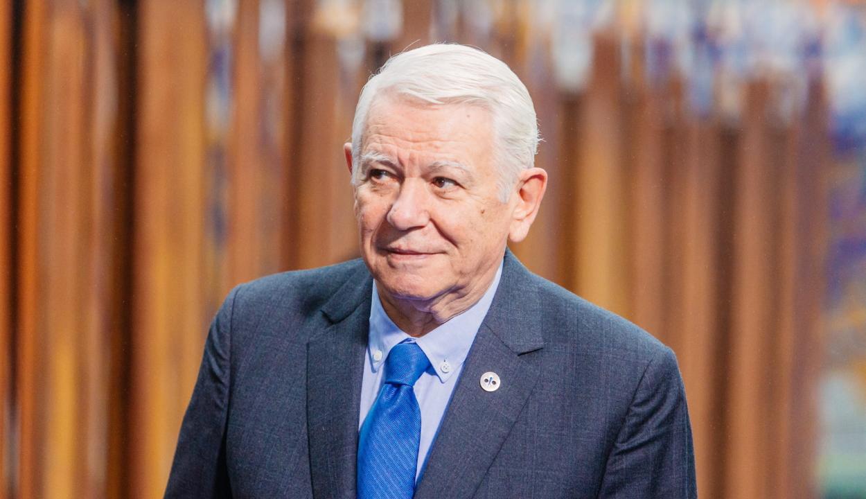 Lemondott szenátusi elnöki tisztségéről Teodor Meleşcanu