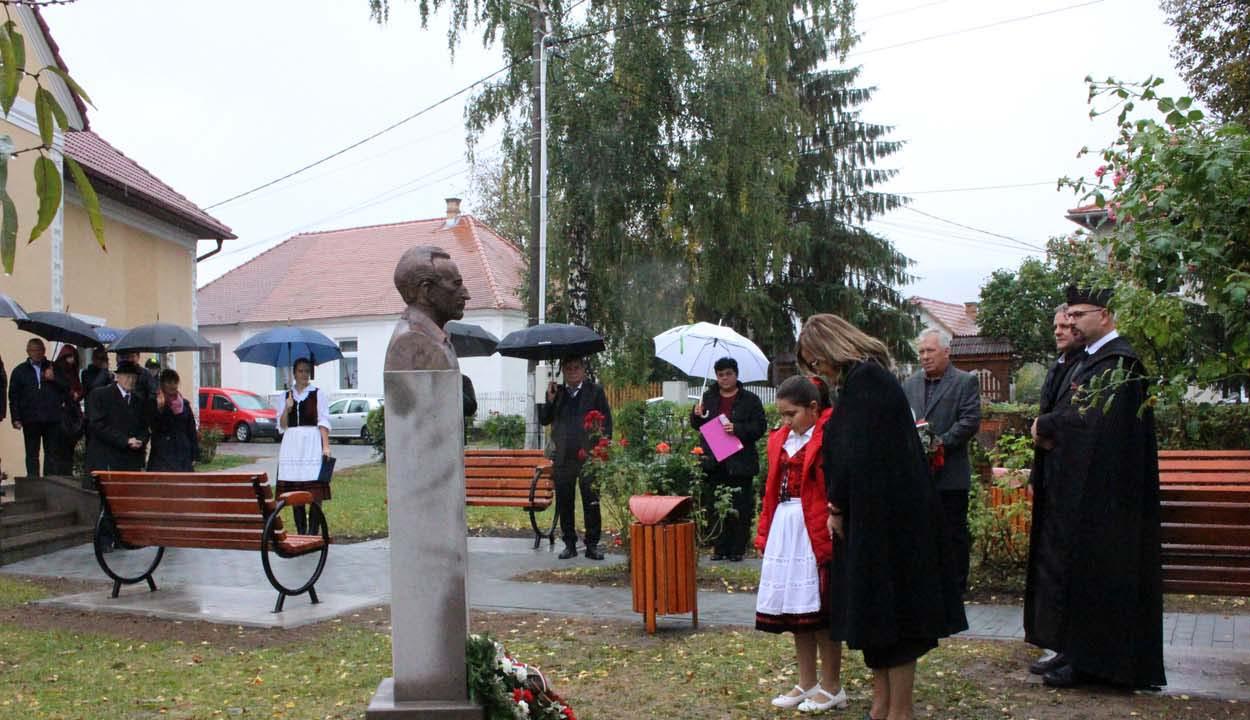 Imreh István-szobrot avattak Bodokon