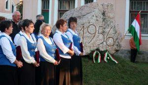 Baróton a Petőfi utcai emlékműnél emlékeztek