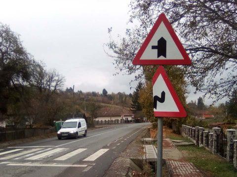 Közlekedési táblákat rongáltak meg