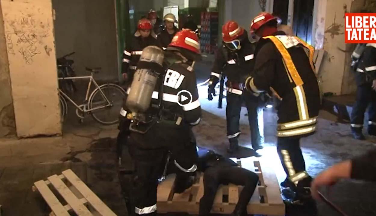 Raklapokon szállították a sérülteket