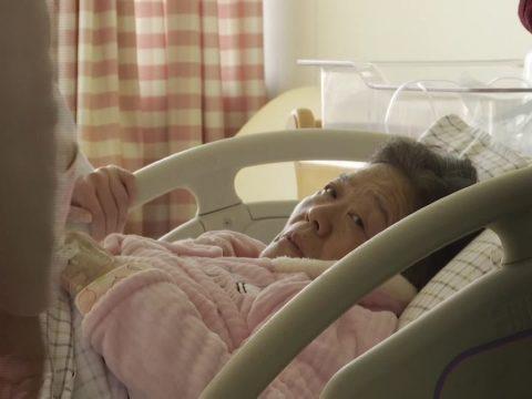 Egy 67 éves asszony vált Kína legidősebb kismamájává