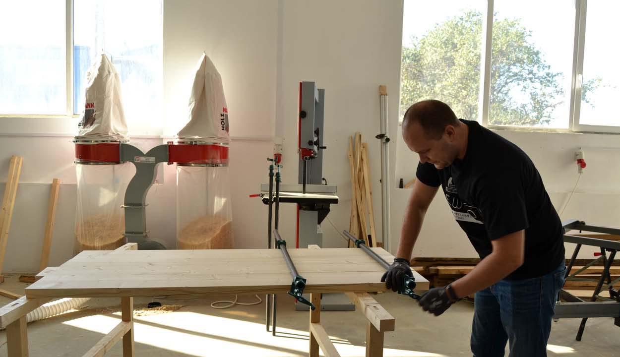 Használt fából új bútorok