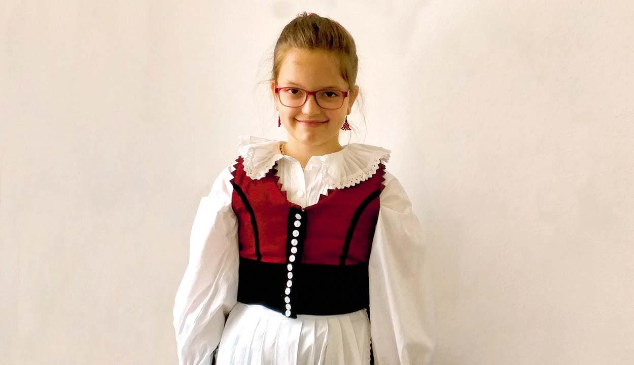 Tisztán csengő énekhangját édesanyjától örökölte