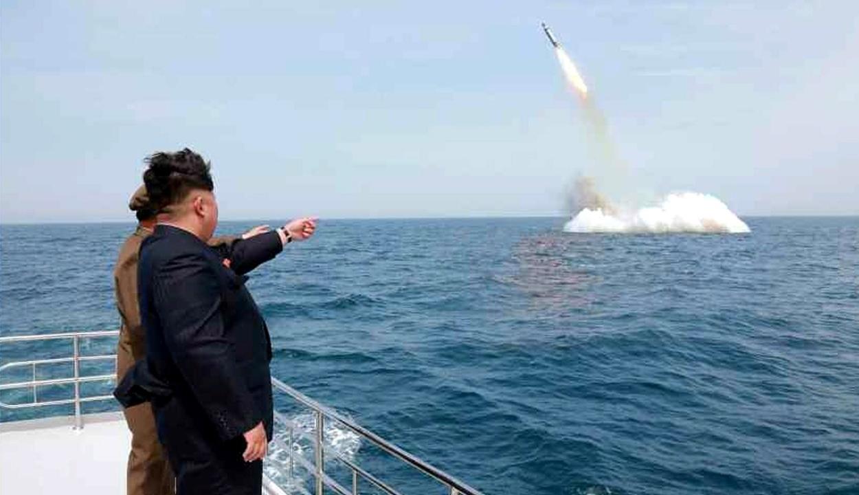 Észak-Korea már megint rakétákat lőtt ki a Japán-tenger irányába