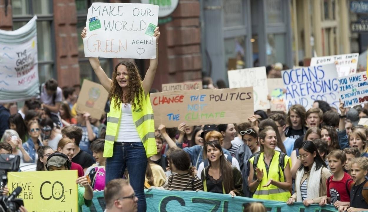 Hangosak és elszántak a klímatüntetők világszerte