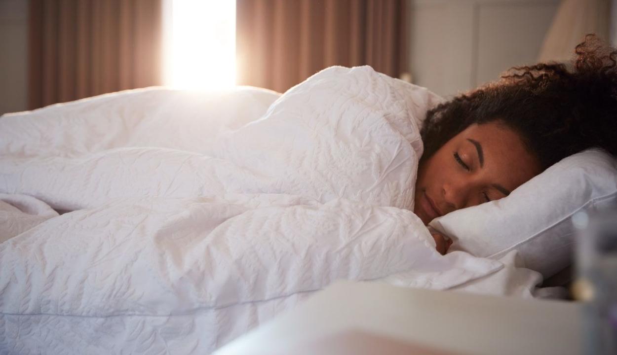 Hónapokig aludt a Csipkerózsika-szindrómás tini