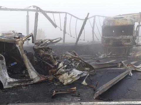 Kétgyerekes romániai család vesztette életét a magyarországi M5-ös autópályán történt balesetben