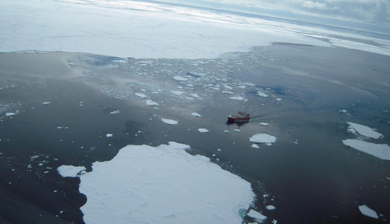 Egy brit klímamodell szerint 2035-re teljesen eltűnhet az északi-sarki jég a nyári időszakokban
