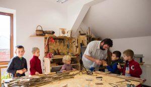 Szombaton a gyermekek is kézművesek lehettek: nemezelők vagy hangszer készítők, Demeter Miklós kisinasai