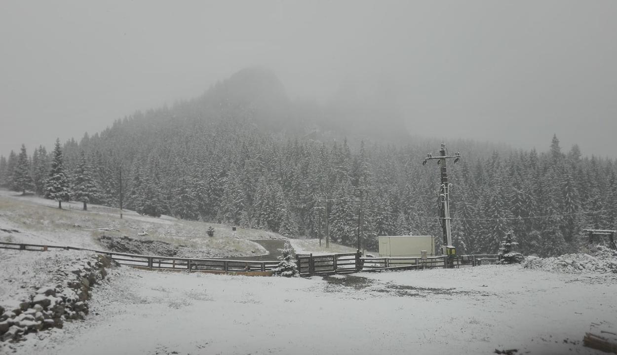 Megérkezett az ősz: a hegyekben havazott, máshol a sok eső és az erős szél okozott gondokat