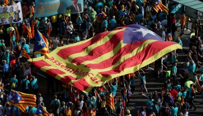 Kilenc katalán függetlenségi vezetőt ítéltek el zendülés miatt