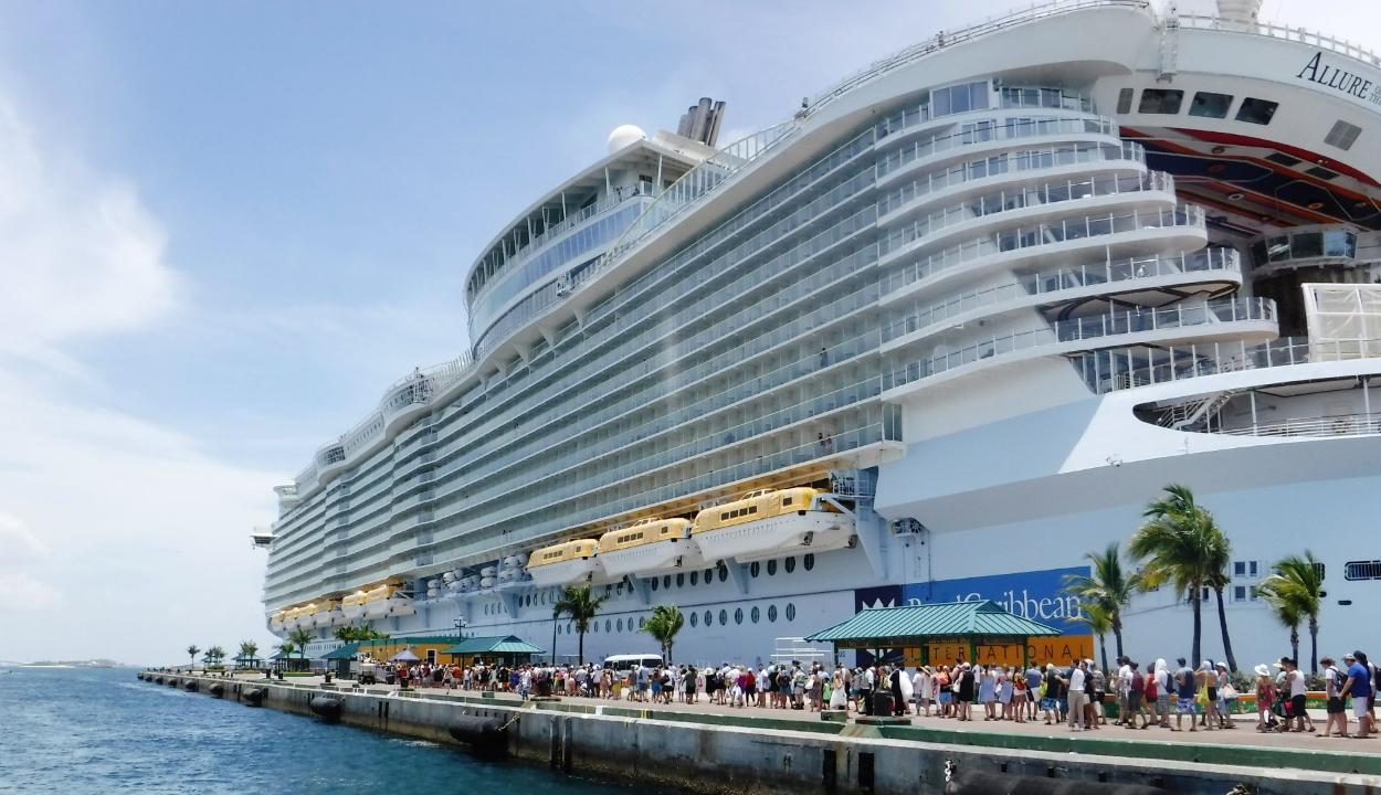 Örökre kizárt két utast a hajóiról a Royal Caribbean egy szelfi miatt