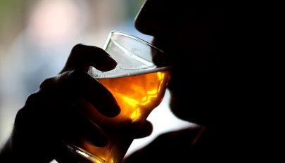 Alkoholt termelt egy férfi szervezete a megbolondult bélflórája miatt