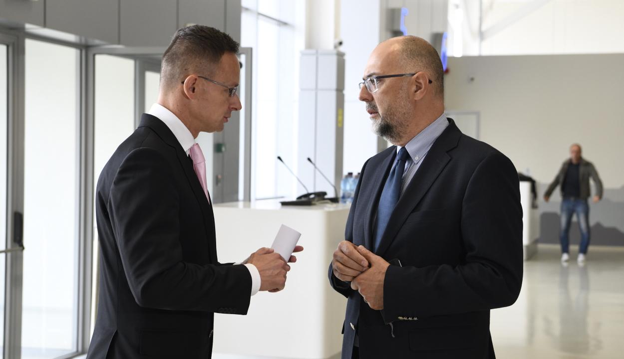 Szijjártó: a szorosabb együttműködésből Románia és Magyarország is profitálhatna